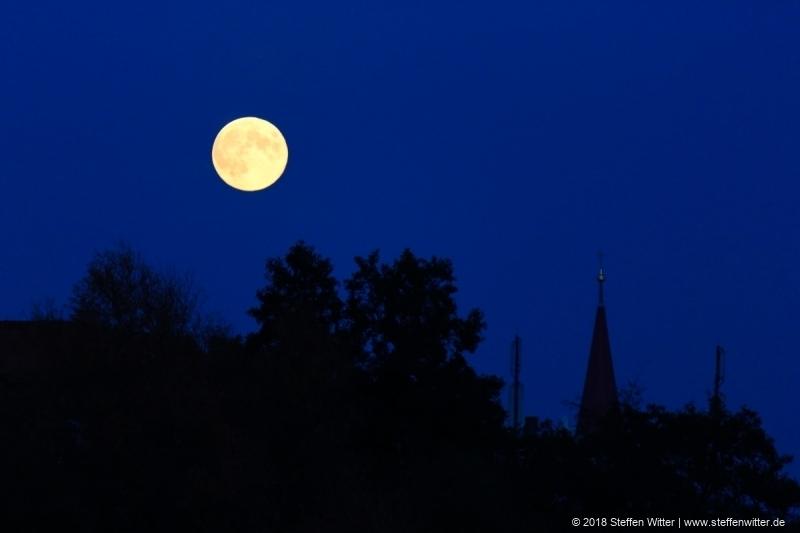Abendmond über Fürth