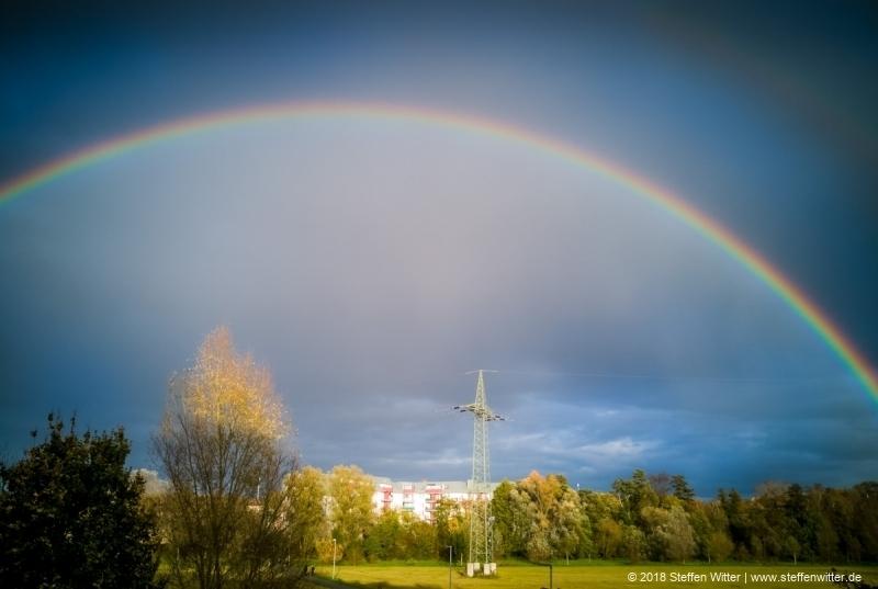 Regenbogen im Wiesengrund Fürth