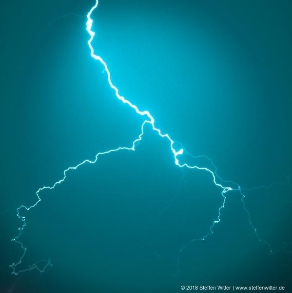 Blitz fotografiert aus dem Bürofenster